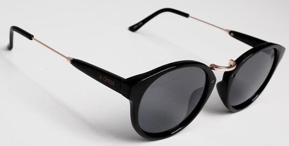 Óculos de sol feminino redondo preto em promoção