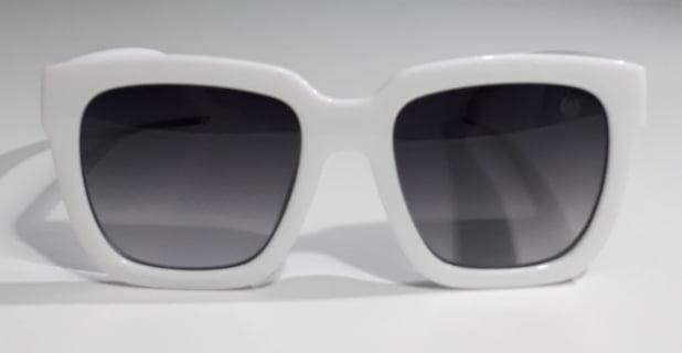 Óculos de Sol Feminino com Armação Branca - Compre sem sair de casa!